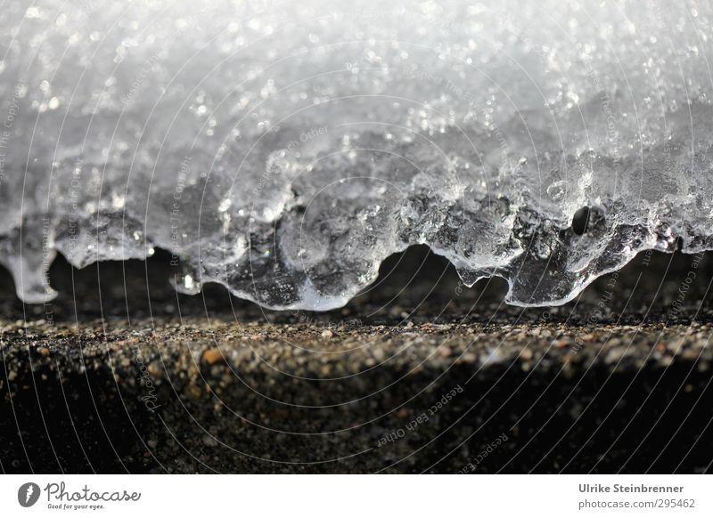Schichtwechsel Umwelt Wasser Winter Klima Eis Frost Mauer Wand kalt nass natürlich grau weiß gefroren Gartenmauer liegen tauen glänzend Stein Beton hart kühl
