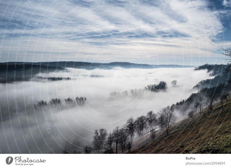 Nebliger Morgen in einem Tal. Gesundheit Wellness harmonisch Sinnesorgane Ferien & Urlaub & Reisen Tourismus Freiheit Camping Berge u. Gebirge wandern Sport