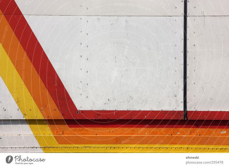 Knick in der Optik Design Lastwagen Anhänger Niete Linie Streifen orange rot Farbfoto mehrfarbig Außenaufnahme abstrakt Muster Strukturen & Formen