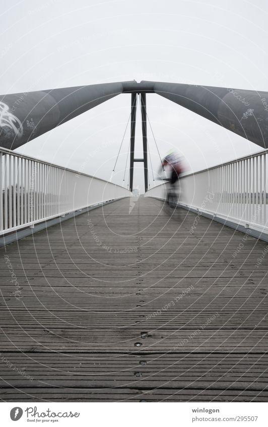 In Motion Mensch Mann Stadt Erwachsene Ferne Straße Sport Wege & Pfade Architektur Holz Gesundheit Fahrrad Aktion Design Lifestyle Europa