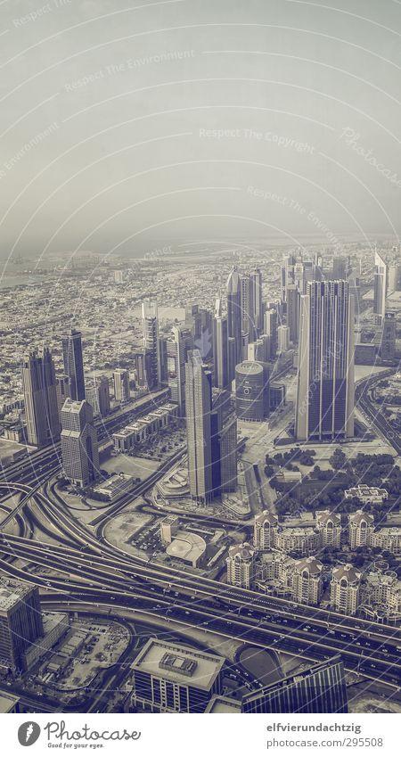 Dubai Skyline Stadt Straße Architektur Gebäude Verkehr Hochhaus Zukunft Skyline Verkehrswege Autobahn Mobilität Reichtum Fahrzeug Stadtzentrum Sehenswürdigkeit Autofahren