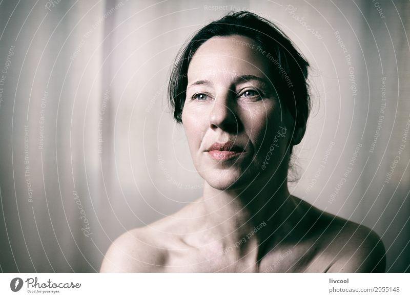 Schönheit reife Frau, Spanien Lifestyle schön Gesicht Erholung feminin Erwachsene 45-60 Jahre Denken Gelassenheit Sinnlichkeit lieblich Senior Licht Posen