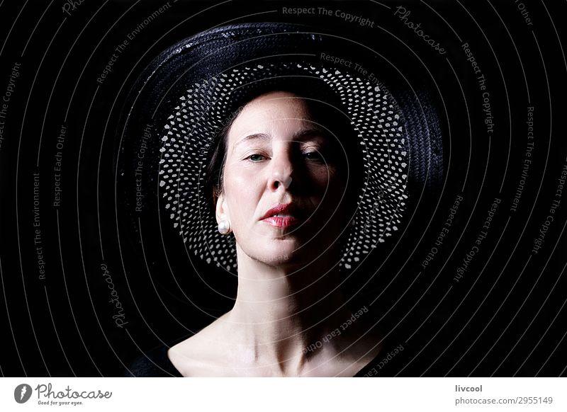 Frau Mensch schön weiß Erholung ruhig schwarz Gesicht Lifestyle Erwachsene Senior feminin Kopf Denken grau rosa