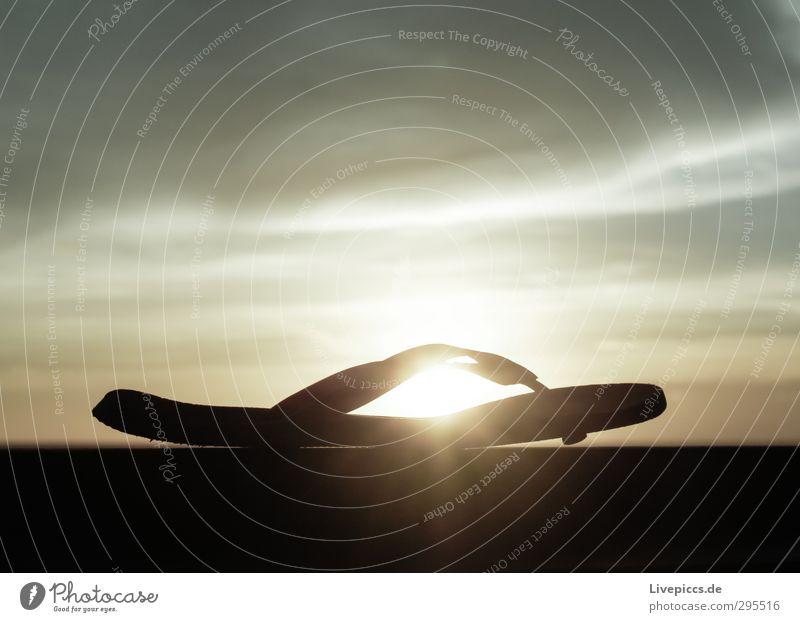 ...gib ma einer die Sonnencreme! Himmel Sommer Landschaft Wolken Schuhe leuchten Schönes Wetter Bekleidung Kunststoff Flipflops Badelatschen