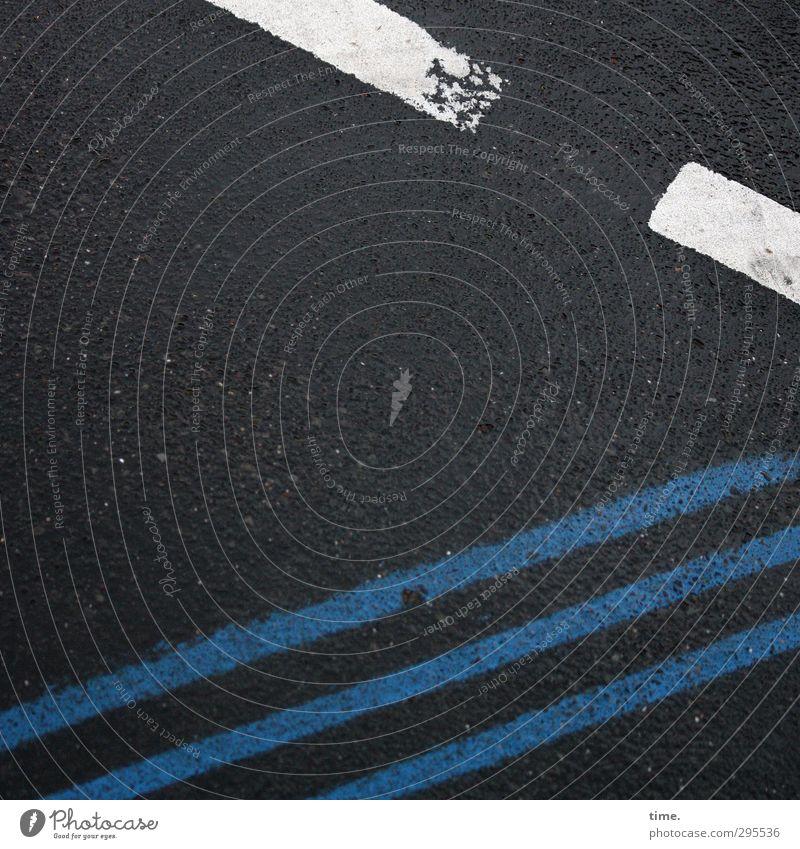 Abbildung eines Prinzips? | Das wollte ich doch verhindern! blau Stadt weiß schwarz dunkel Straße Stein Linie außergewöhnlich elegant Verkehr Schilder & Markierungen verrückt Beton Zeichen Neugier