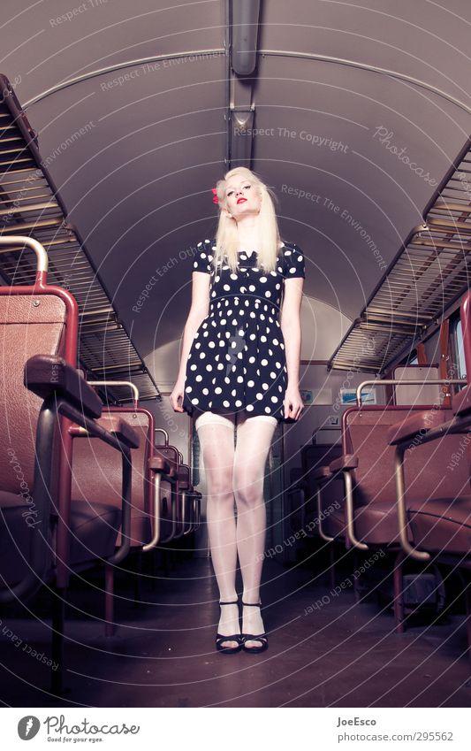 #245868 Stil Ferien & Urlaub & Reisen Frau Erwachsene Leben 1 Mensch 18-30 Jahre Jugendliche Personenverkehr Öffentlicher Personennahverkehr Bahnfahren