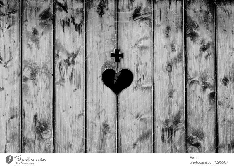 Holz ist... ² Herz Kreuz grau Holzbrett gerade vertikal Linie Maserung Wand Schwarzweißfoto Außenaufnahme Menschenleer Tag Kontrast