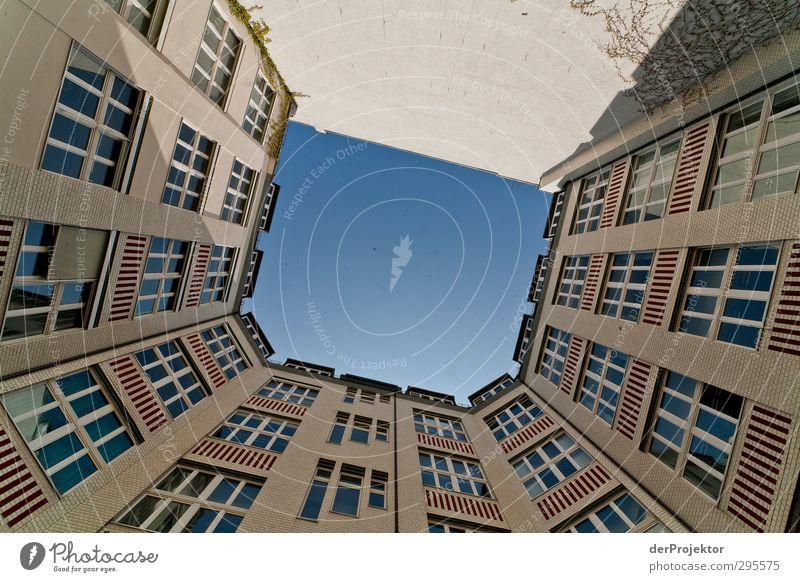Das Fenster zum Hof 10 Himmel Pflanze Sonne Haus kalt Gefühle Architektur Gebäude Arbeit & Erwerbstätigkeit elegant Zufriedenheit Erfolg einfach Macht Bauwerk