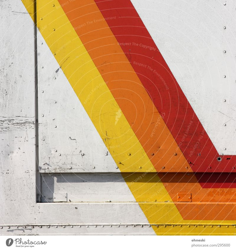 Gestreift Design Lastwagen Anhänger Niete Linie Streifen gelb orange rot Kratzer Farbfoto mehrfarbig Außenaufnahme abstrakt Muster Strukturen & Formen