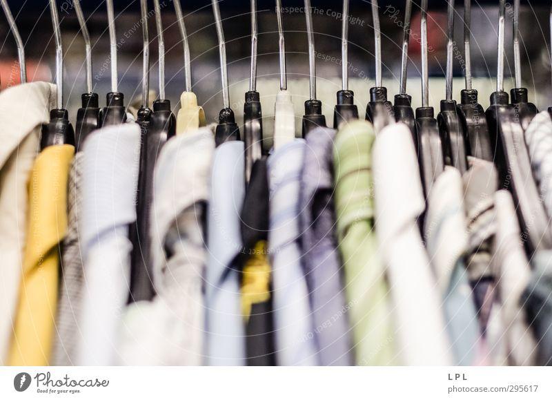 Herrenhemden - Second Hand alt Stadt Einsamkeit warten Bekleidung kaufen einzigartig Stoff Hemd Langeweile bezahlen verkaufen wählen geduldig Enttäuschung