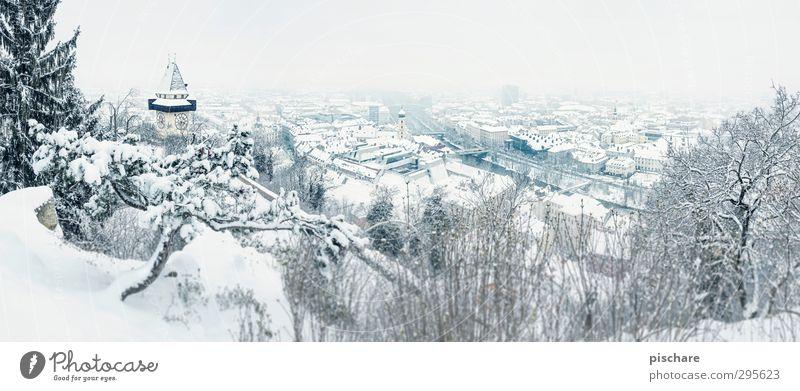 no comment... Winter Klima Klimawandel schlechtes Wetter Schnee Schneefall Stadt Altstadt Sehenswürdigkeit Wahrzeichen kalt blau Frühlingsgefühle Umwelt Graz