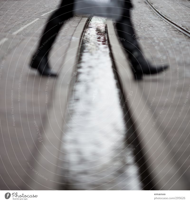bächlespringer Mensch Frau Ferien & Urlaub & Reisen Stadt schön Wasser Freude Erwachsene feminin Stil Beine Lifestyle Mode Fuß oben springen