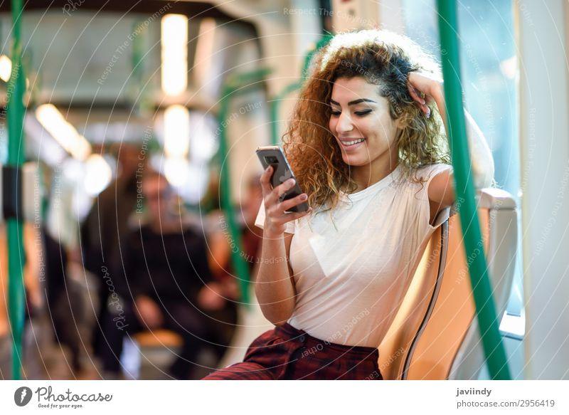 Arabische Frau in der U-Bahn schaut auf ihr Smartphone. Lifestyle Glück schön Haare & Frisuren Ferien & Urlaub & Reisen Tourismus Ausflug Telefon PDA Mensch