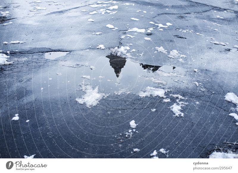 Eisspitze Stadt Winter kalt Schnee Straße Wege & Pfade Architektur Zeit Perspektive ästhetisch Spitze Vergänglichkeit Turm Frost einzigartig
