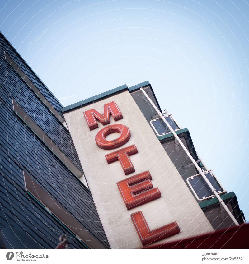 Come in Haus Motel Hotel Billig Unterkunft Balkon schlafen Ferien & Urlaub & Reisen Ausflug rot Himmel Wolkenloser Himmel Menschenleer Klarheit Quadrat