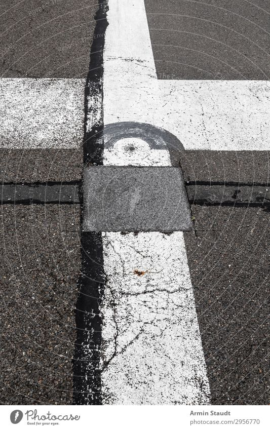 Es gibt doch Straßen Lifestyle Stil Design Stadt Verkehrswege Autobahn Landebahn Zeichen Ornament Schilder & Markierungen Verkehrszeichen Linie Netzwerk