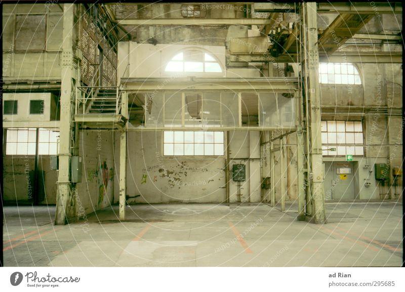 Industrieromantik Altstadt Menschenleer Industrieanlage Fabrik Ruine Bauwerk Gebäude Architektur Mauer Wand Treppe Fassade Tür alt eckig historisch schön