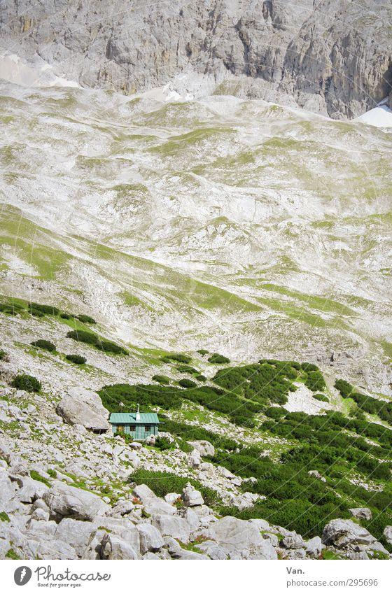unscheinbar Ferien & Urlaub & Reisen Berge u. Gebirge wandern Sträucher Felsen Alpen Hütte grau grün Stein Farbfoto Gedeckte Farben Außenaufnahme Menschenleer