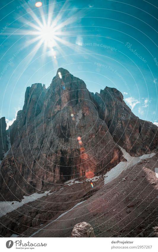 Dolomiten im Gegenlicht Abenteuer wandern Schönes Wetter schlechtes Wetter Nebel Gipfel Sommer Landschaft Natur Umwelt Ferne Freiheit Berge u. Gebirge