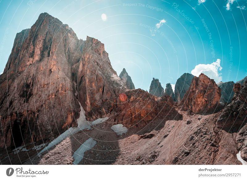 Dolomiten mit Felsen im Vordergrund VI Abenteuer wandern Schönes Wetter schlechtes Wetter Nebel Gipfel Sommer Landschaft Natur Umwelt Ferne Freiheit