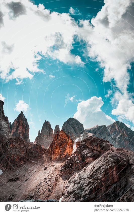 Dolomiten mit Felsen im Vordergrund X Abenteuer wandern Schönes Wetter schlechtes Wetter Nebel Gipfel Sommer Landschaft Natur Umwelt Ferne Freiheit