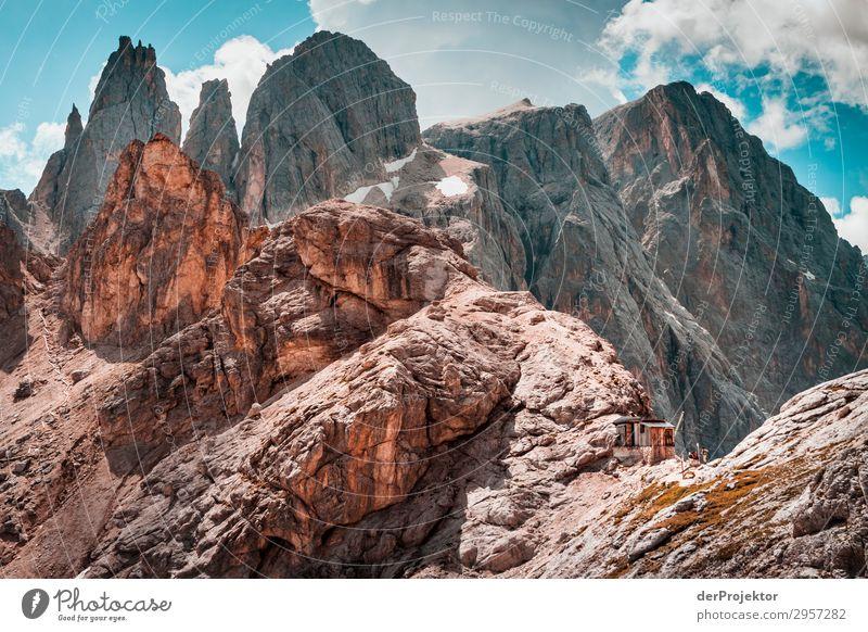 Dolomiten mit Felsen im Vordergrund IV Abenteuer wandern Schönes Wetter schlechtes Wetter Nebel Gipfel Sommer Landschaft Natur Umwelt Ferne Freiheit