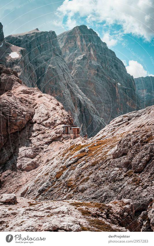 Dolomiten mit Felsen im Vordergrund V Abenteuer wandern Schönes Wetter schlechtes Wetter Nebel Gipfel Sommer Landschaft Natur Umwelt Ferne Freiheit