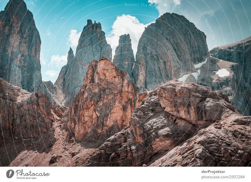 Dolomiten mit Felsen im Vordergrund VII Abenteuer wandern Schönes Wetter schlechtes Wetter Nebel Gipfel Sommer Landschaft Natur Umwelt Ferne Freiheit
