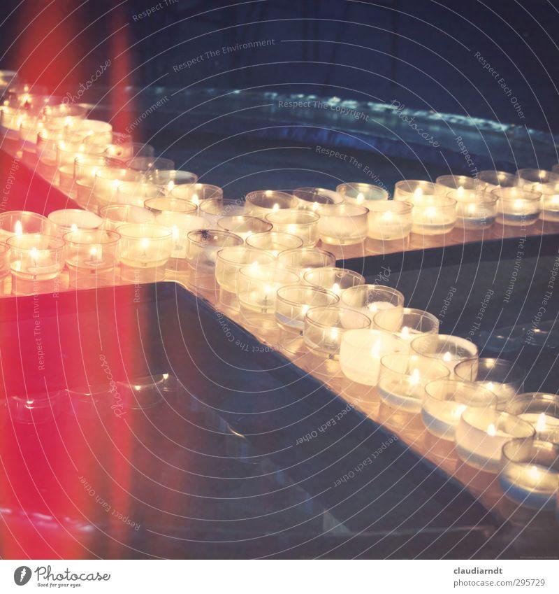 Karfreitag Ostern Trauerfeier Beerdigung Kerze Wasser Zeichen Kreuz ästhetisch heiß rot Gefühle Vertrauen Warmherzigkeit dankbar ruhig Hoffnung Glaube