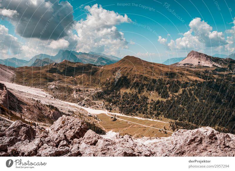 Dolomiten mit Felsen im Vordergrund Abenteuer wandern Schönes Wetter schlechtes Wetter Nebel Gipfel Sommer Landschaft Natur Umwelt Ferne Freiheit