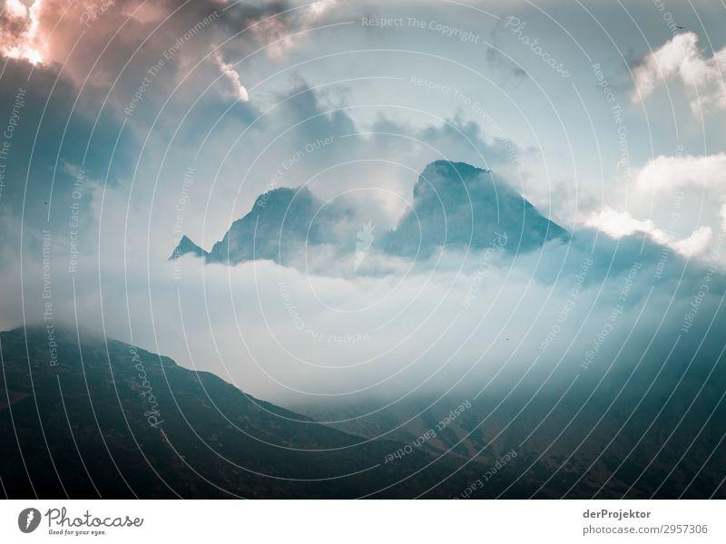 Dolomiten in den Wolken VI Abenteuer wandern Schönes Wetter schlechtes Wetter Nebel Gipfel Sommer Landschaft Natur Umwelt Ferne Freiheit Berge u. Gebirge