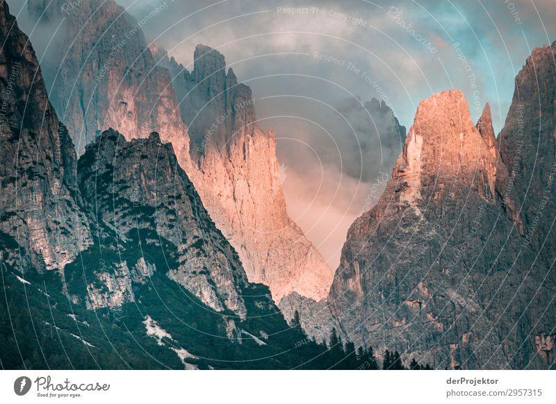 Dolomiten in den Wolken mit Sonne II Abenteuer wandern Schönes Wetter schlechtes Wetter Nebel Gipfel Sommer Landschaft Natur Umwelt Ferne Freiheit