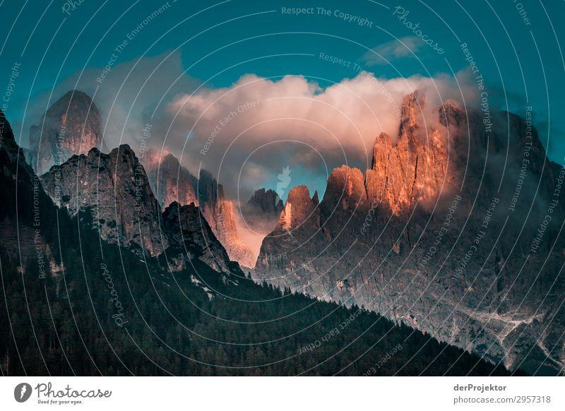 Dolomiten in den Wolken mit Sonne III Abenteuer wandern Schönes Wetter schlechtes Wetter Nebel Gipfel Sommer Landschaft Natur Umwelt Ferne Freiheit