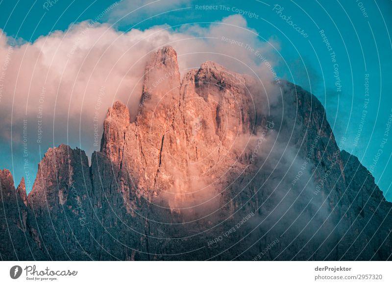 Sonnenaufgang in den Dolomiten Ferien & Urlaub & Reisen Natur Sommer Pflanze Landschaft Tier Ferne Berge u. Gebirge Umwelt Bewegung Tourismus wandern Nebel