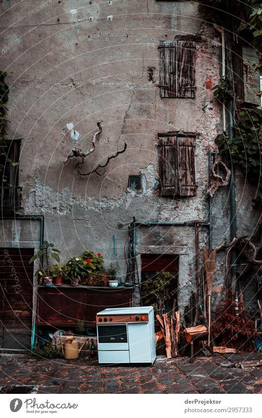 Hinterhof in Italien Ferien & Urlaub & Reisen Tourismus Ausflug Abenteuer Sightseeing Städtereise Stadtrand Haus Bauwerk Gebäude Architektur Mauer Wand Fassade