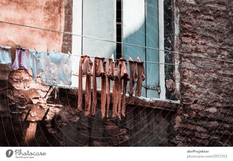 Schmutzige Wäsche Ferien & Urlaub & Reisen Tourismus Ausflug Abenteuer Sightseeing Städtereise Kleinstadt Stadtzentrum Bauwerk Gebäude Architektur Mauer Wand