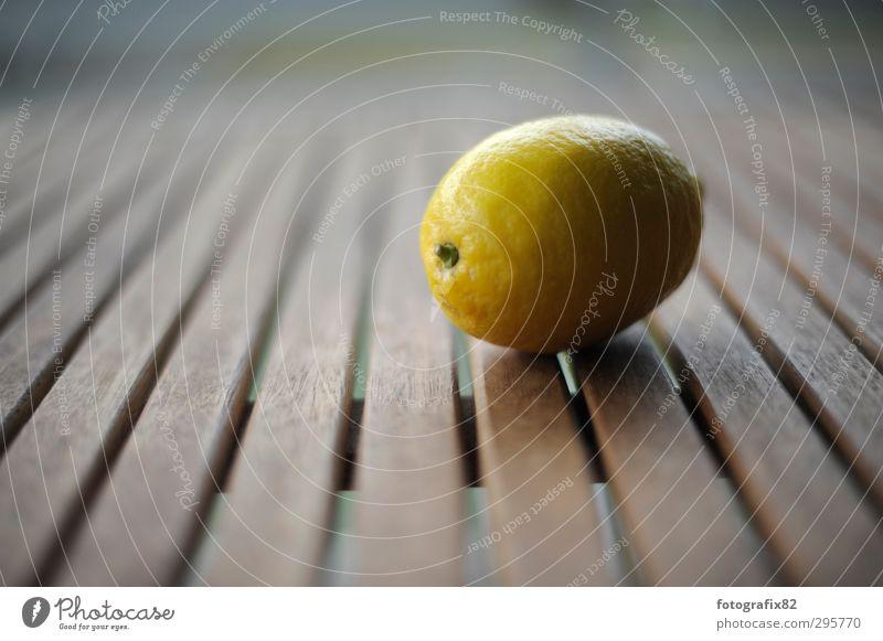 zitrone   sauer macht lustig gelb Leben braun Frucht Tisch Zitrone Holztisch Lichteinfall Zitrusfrüchte zitronengelb