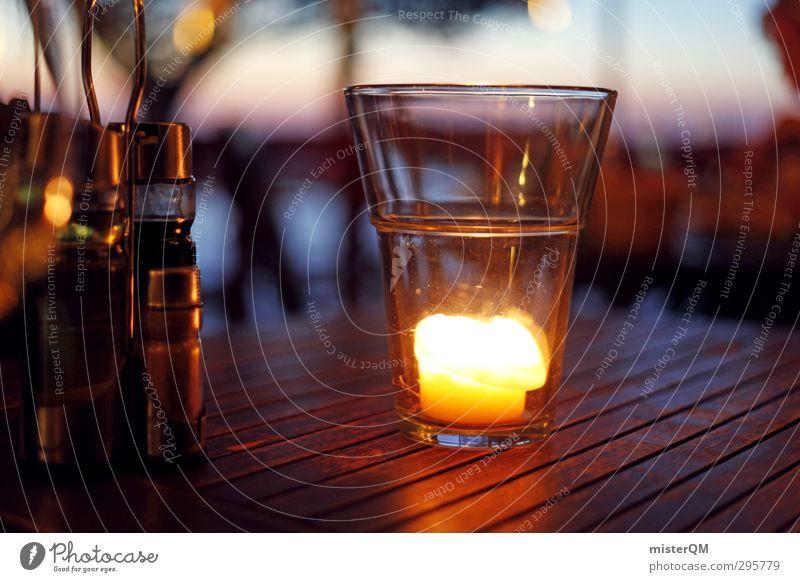 Sommerabend. Erholung Stil elegant Glas Zufriedenheit Design Lifestyle Idylle ästhetisch Tisch Kerze Romantik Restaurant Reichtum Abenddämmerung Abendessen