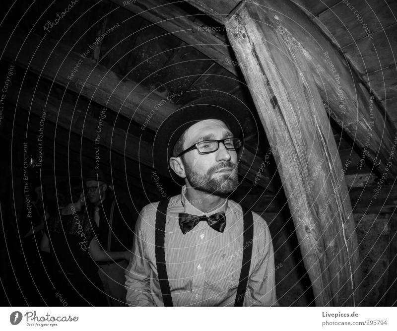 chalet 2013b Mensch Mann weiß schwarz Erwachsene Feste & Feiern Party Mode träumen Körper maskulin Zufriedenheit Bekleidung Brille Hut Hemd