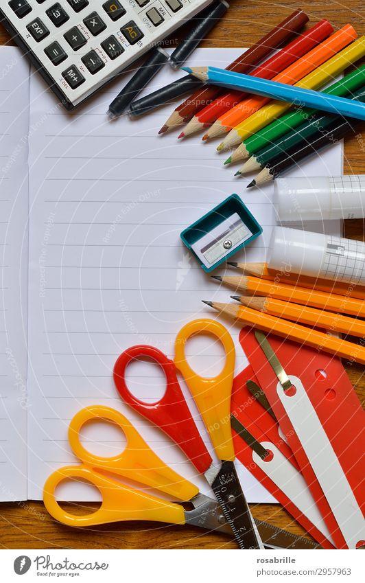 bunter Schulbeginn Freude Tisch Bildung Schule lernen Schulkind Schüler Berufsausbildung Arbeit & Erwerbstätigkeit Büroarbeit Arbeitsplatz Business Schere Kunst