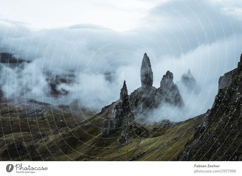 """""""The old mann of store"""" auf der Isle of Skye Ferien & Urlaub & Reisen Camping wandern Natur Landschaft Erde Frühling Nebel Gras Berge u. Gebirge ästhetisch"""