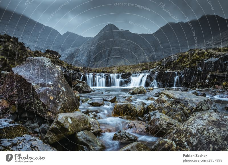 Fairy Pools auf Isle of Skye Ferien & Urlaub & Reisen Camping wandern Natur Landschaft Wasser Wolken Frühling schlechtes Wetter Nebel Bach Wasserfall natürlich