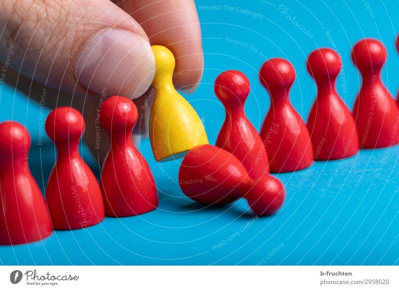und raus bist du... Arbeitsplatz Wirtschaft Business Karriere Sitzung Team Menschengruppe Spielzeug Zeichen Arbeit & Erwerbstätigkeit wählen gebrauchen