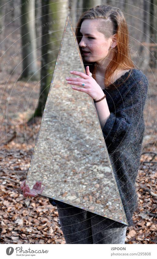 Halten Mensch Natur Jugendliche Hand Baum Junge Frau Wald Gesicht Erwachsene Umwelt Auge feminin Haare & Frisuren 18-30 Jahre Kopf Beine