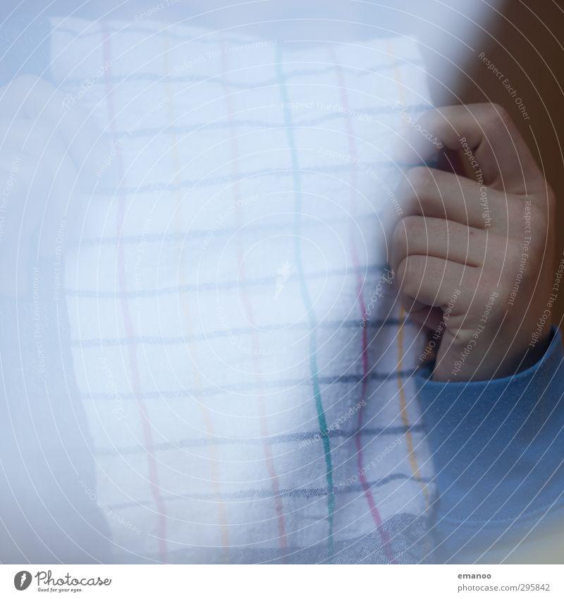 Handtuch Mensch Frau Erwachsene Hintergrundbild Linie Ordnung Häusliches Leben Finger Reinigen Sauberkeit Stoff festhalten Küche trocken Rahmen