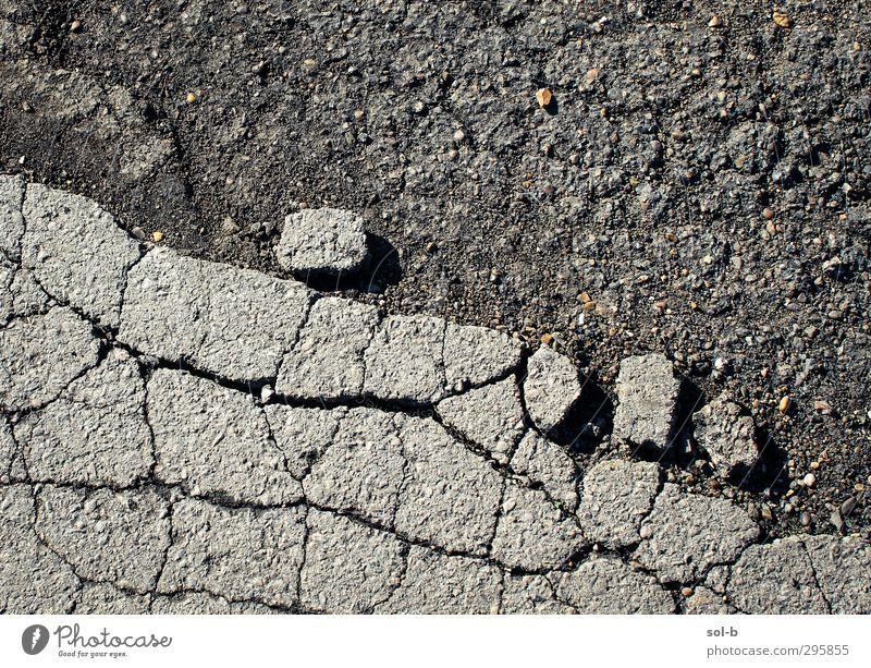 Walzen Stein Beton bauen eckig historisch kaputt nah grau Freundschaft gefährlich Felsen brechen Riss Straßenbelag Kies fallen rollen Wege & Pfade Saum Berghang