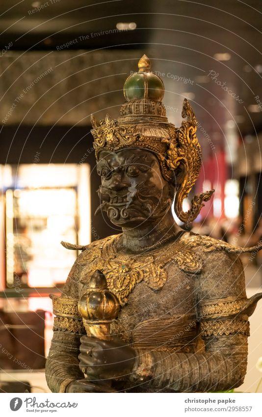 Statue von dem thailändischen Yaksha - dem Wächter Ferien & Urlaub & Reisen Ferne Kunst Skulptur Metall Gold alt bedrohlich exotisch fantastisch historisch Mut