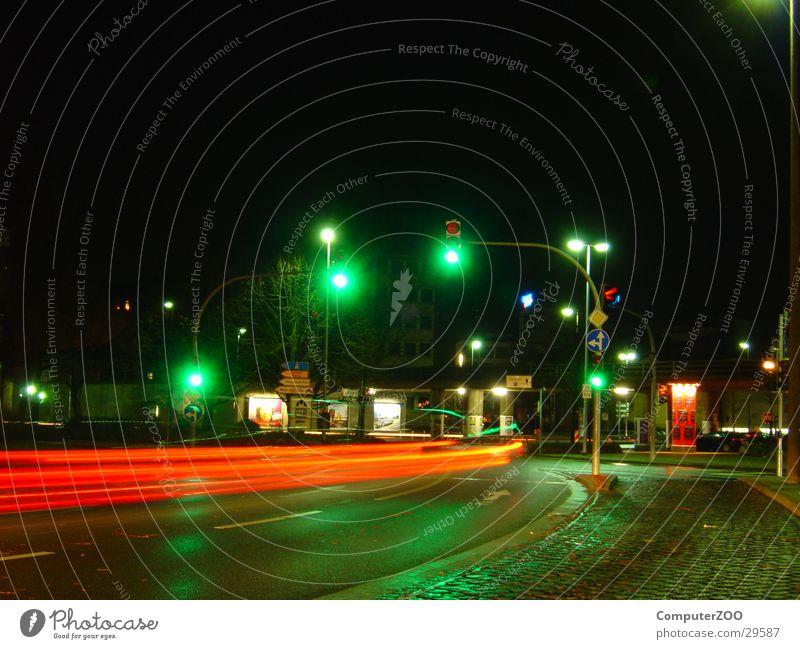 Oldenburg Pferdemarkt Nacht Langzeitbelichtung Ampel Geschwindigkeit Verkehr nasse Straße