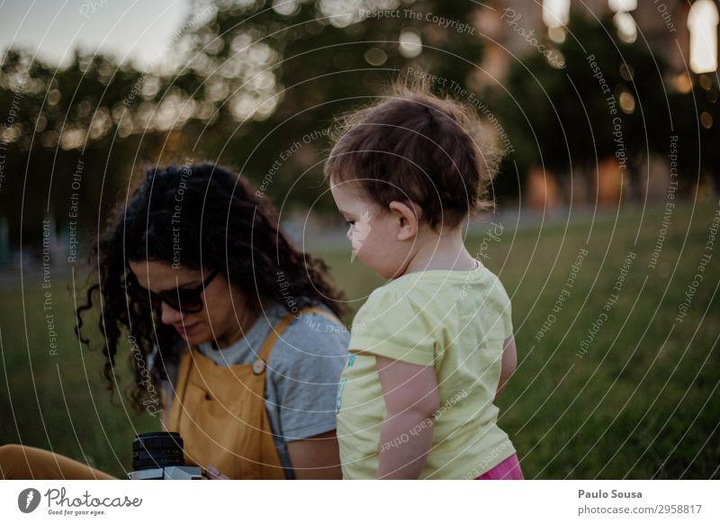 Kind Mensch Ferien & Urlaub & Reisen Natur Jugendliche Freude Mädchen 18-30 Jahre Lifestyle Erwachsene Liebe feminin Kunst Tourismus Zusammensein
