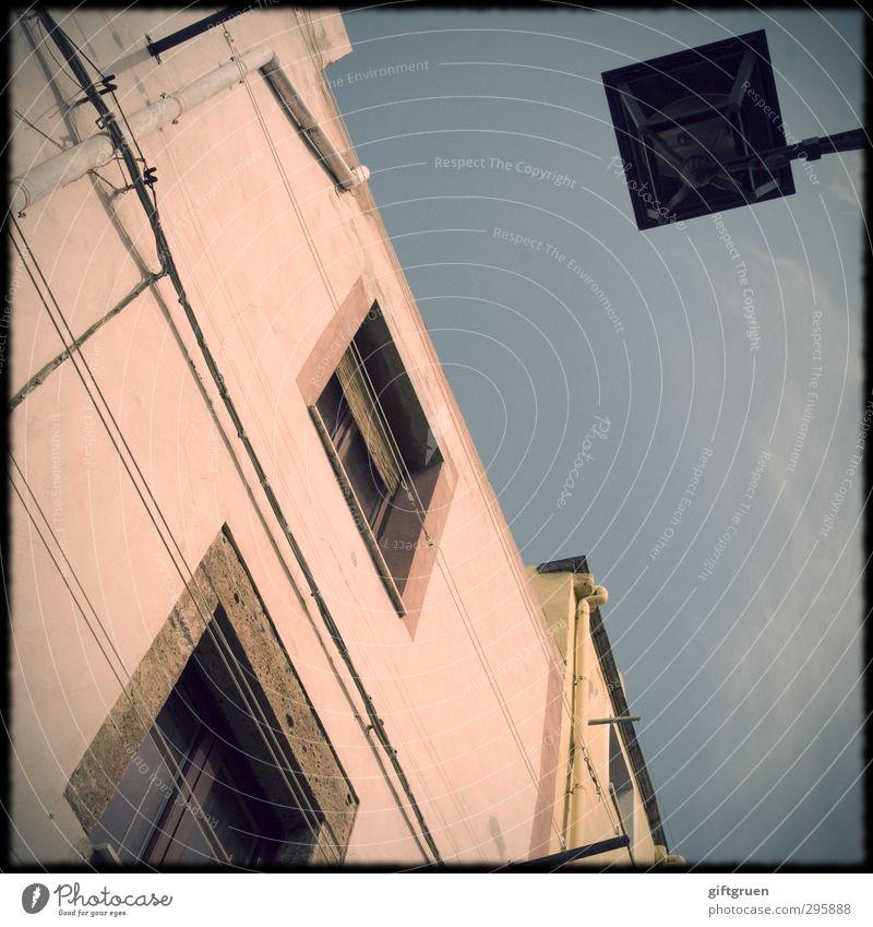 don't have a clue Himmel alt Haus Fenster Wand Mauer Gebäude Beleuchtung Fassade Perspektive Kabel Italien Dorf Bauwerk Laterne Straßenbeleuchtung